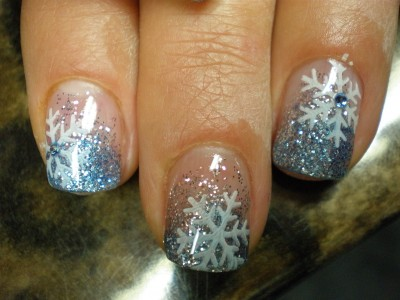 Eisblume Schneeflocke auf Glitterverlauf in Hellblau Winter Weihnachten X-Mas Nailart