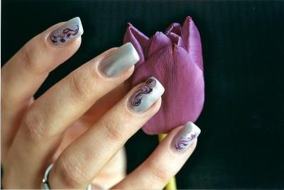 Nailart Marmorierung Lila und Silber